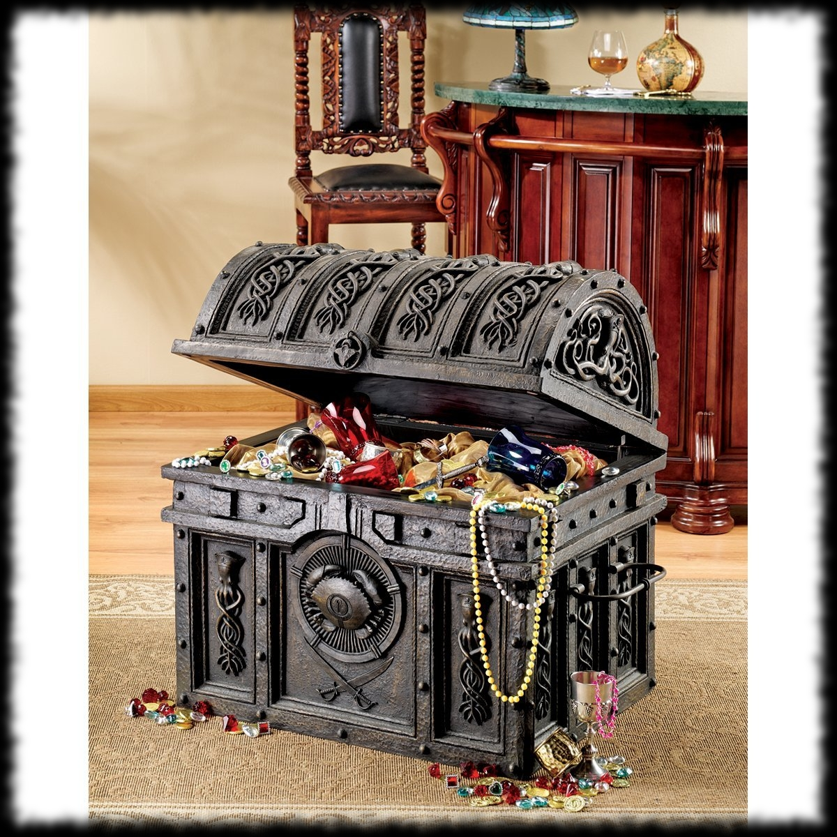 Pirates of the Carribean Davy Jones' Treasure Chest Best Replica